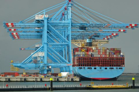A large container ship at Maasvlakte 2. Photo: Kees Torn
