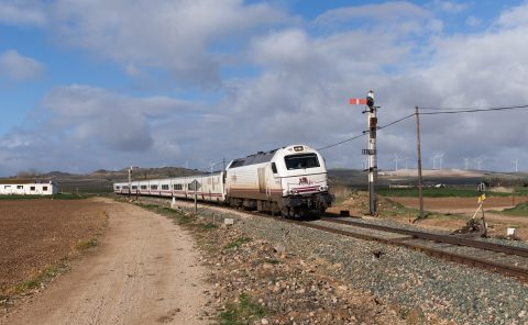 Renfe train on the way to Antequera. Photo: Kabelleger / David Gubler