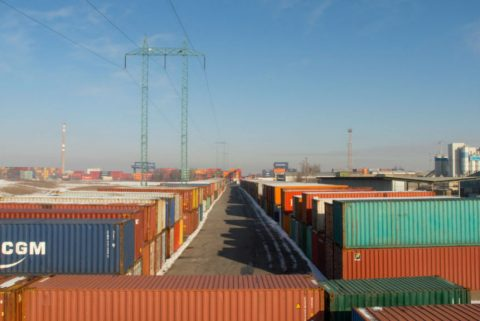 Transshipmentof containers. Photo: Pixabay