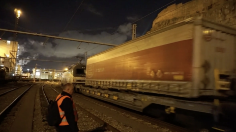 Hupac Shuttle Antwerp - Barcelona leaves with semitrailers