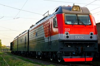 3ES5S three-section electric locomotive, source: Transmashholding