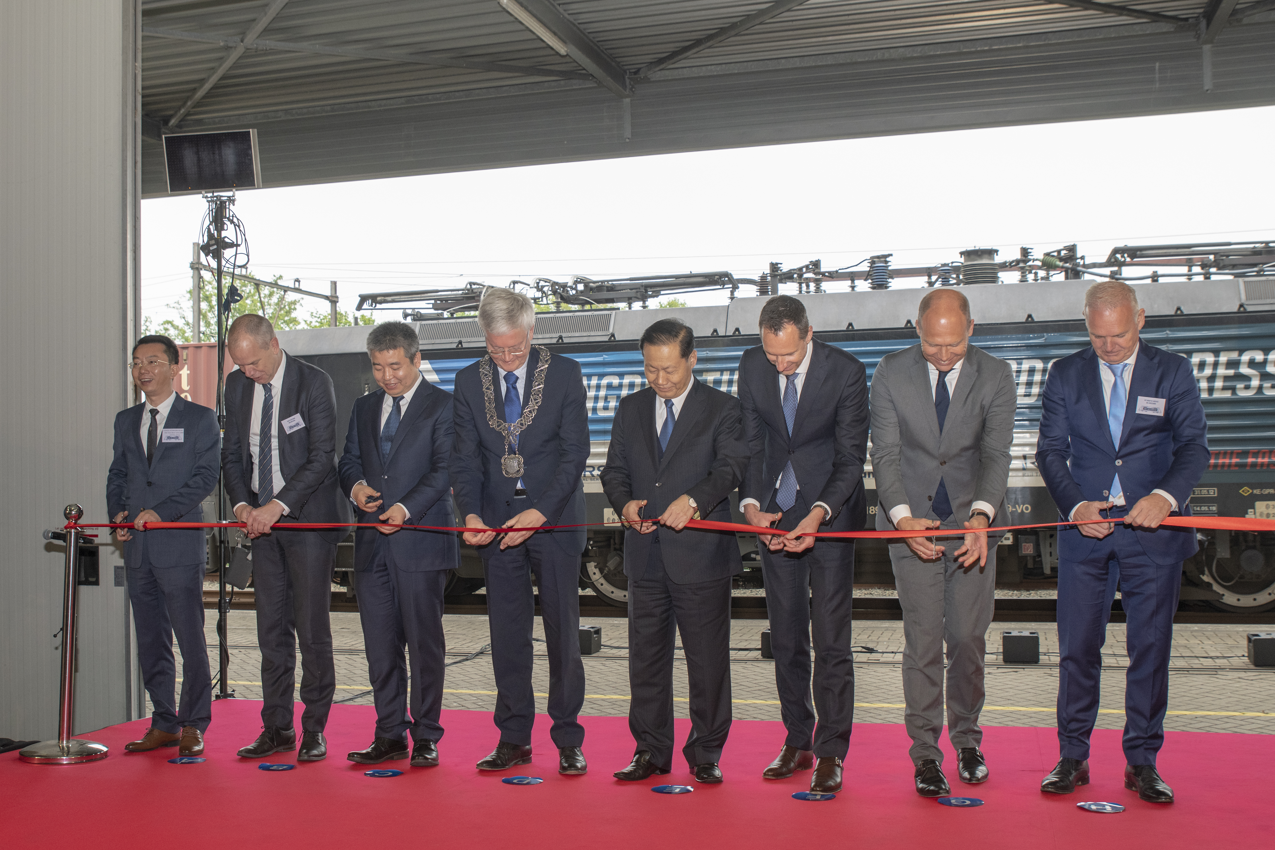 Ribbon cutting for the departure of the Tilburg-Chengdu Express